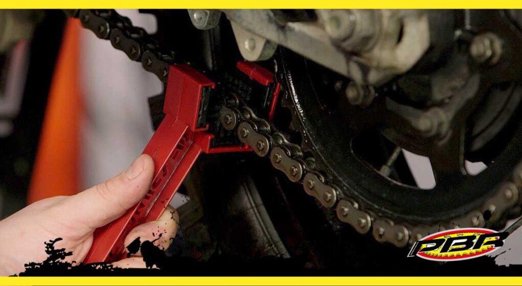 Pulizia catena della moto